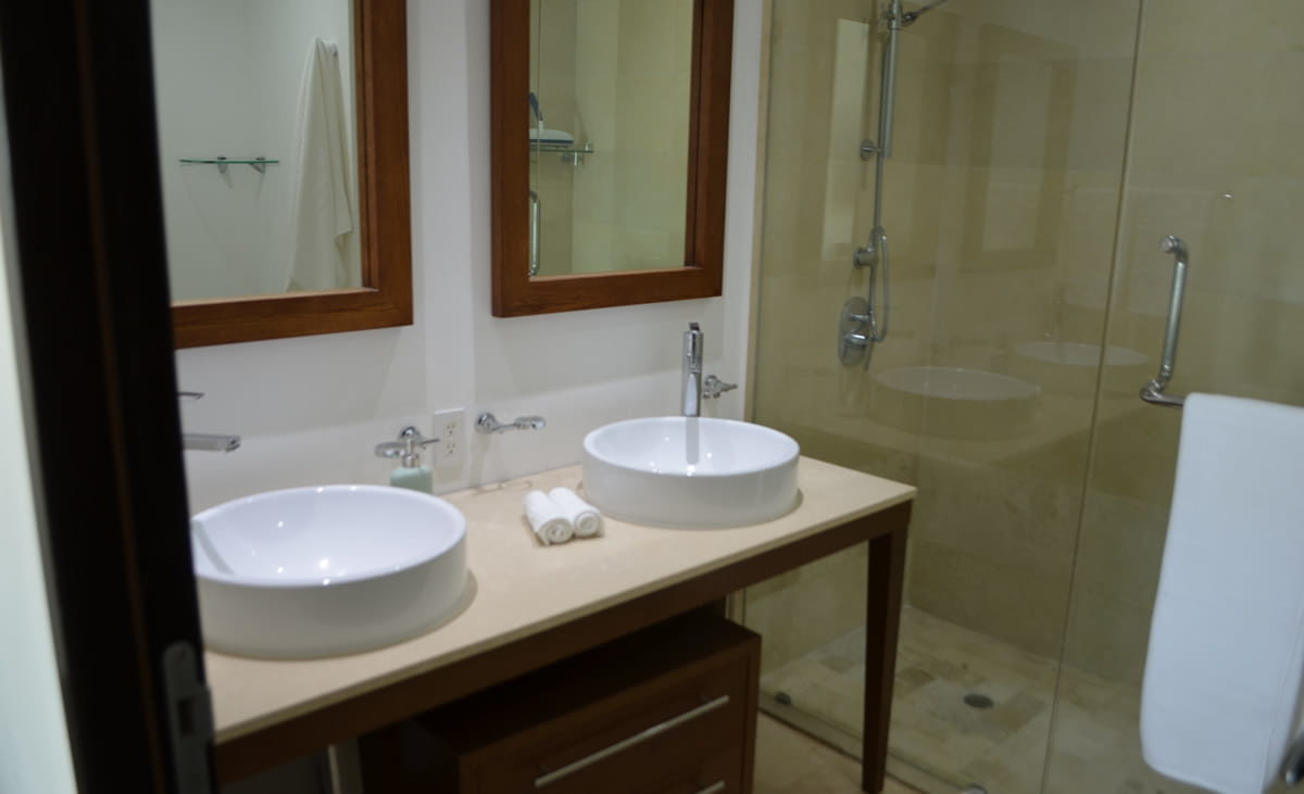 Bathroom master room Condo for rent Icon Vallarta