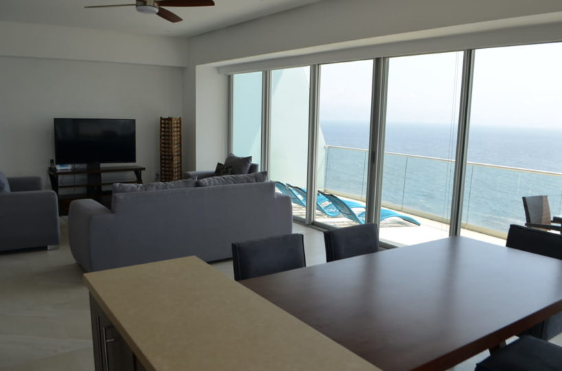 Dinning room Condo for rent Icon Vallarta