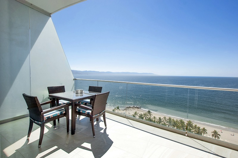 deck-amazing-beach-front-condo-for-rent-icon-vallarta-view-1-1802