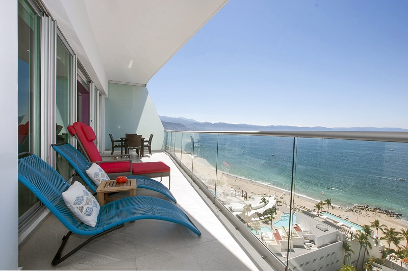 deck-view-amazing-beach-front-condo-for-rent-icon-vallarta-view-1-1802