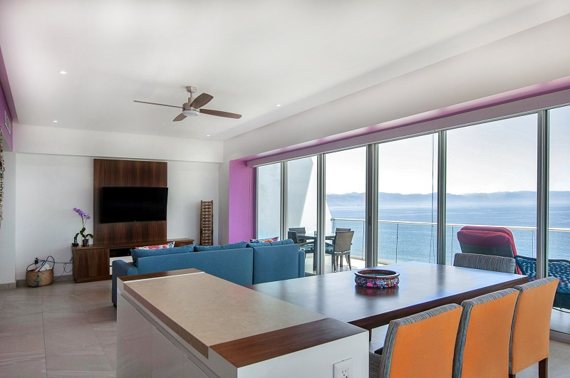 dinningroom-amazing-beach-front-condo-for-rent-icon-vallarta-view-1-1802
