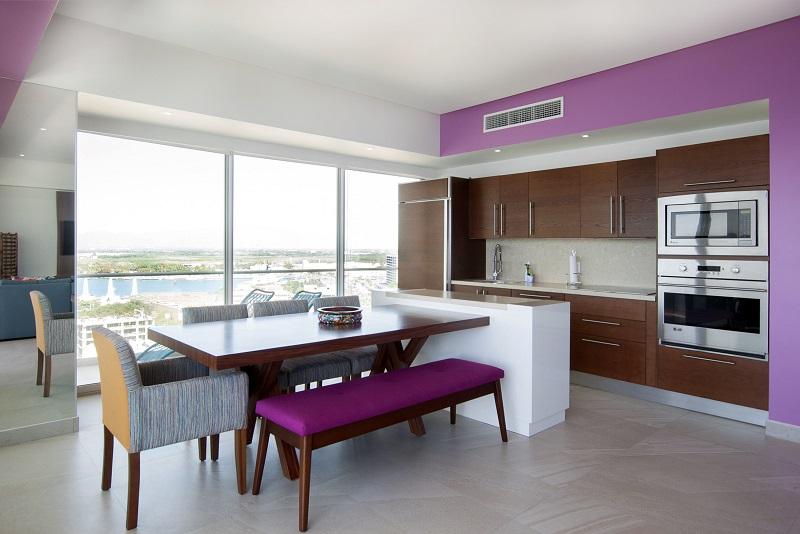kitchen-dinningroom-amazing-beach-front-condo-for-rent-icon-vallarta-view-1-1802