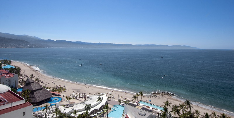 view-deck-amazing-beach-front-condo-for-rent-icon-vallarta-view-1-1802